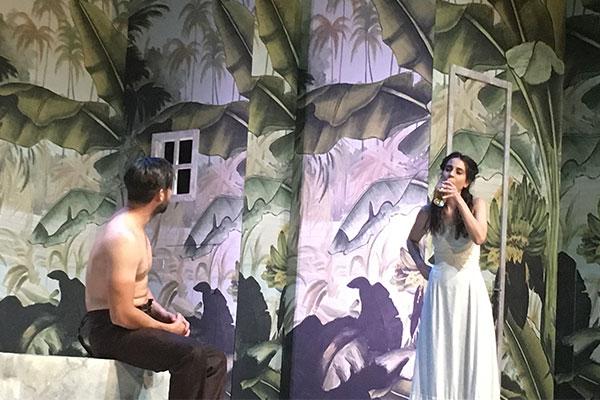 La 'Señorita Julia' en el Teatro Milán, una clásica lucha de poder Seniorita-Julia03-600x400