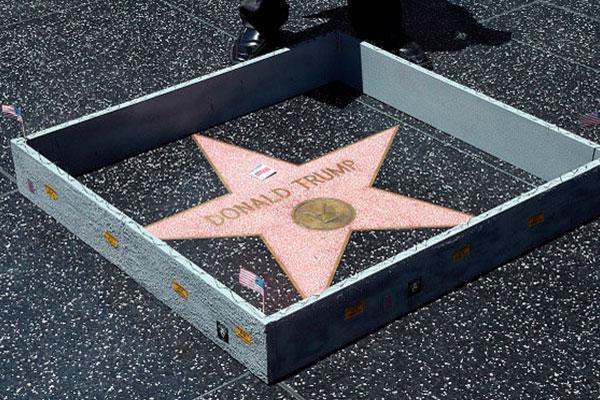 Destruyen estrella de Donald Trump en Hollywood Trump-04-600x400