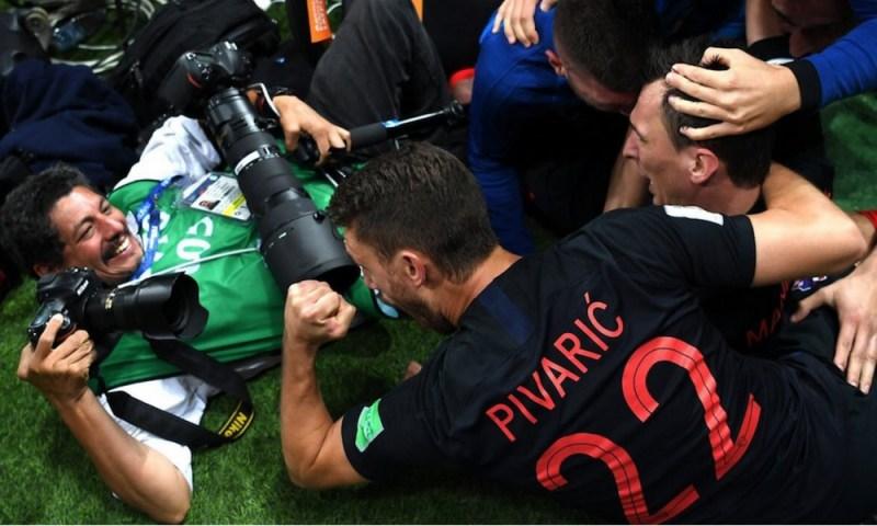 Esta es la imagen que resultó del fotógrafo aplastado en el partido de Croacia afp-1