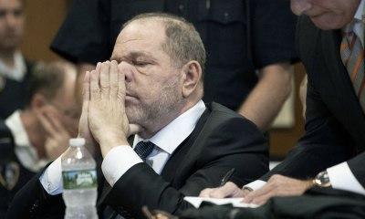 desestimó un cargo contra Weinstein