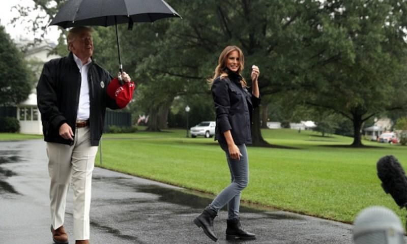 Trump dejó a Melania bajo la lluvia y las críticas no pararon Trump-dej%C3%B3-a-Melania-en-la-lluvia