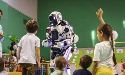 Robot ruso resultó ser un hombre disfrazado