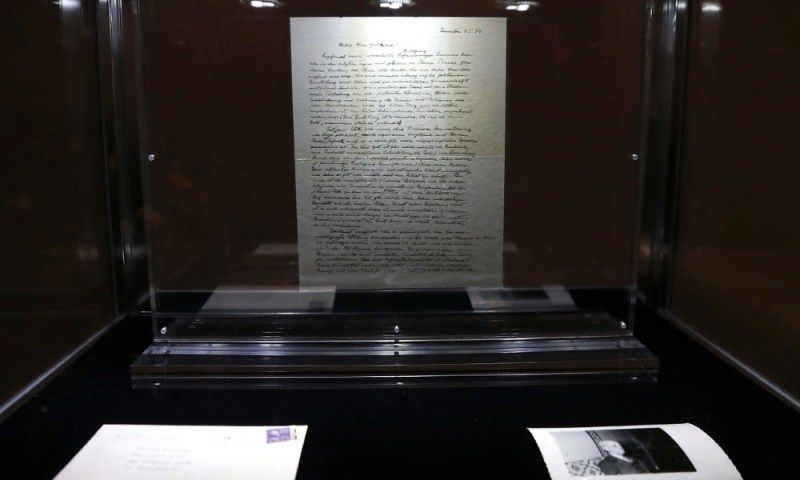 Venden carta de Einstein donde se cuestiona la existencia de Dios Venden-carta-de-Einstein-2