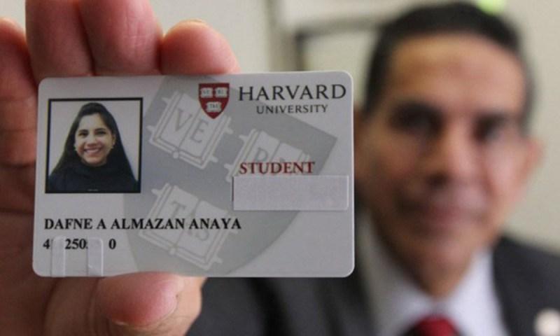 Orgullo nacional: Aceptan a mexicana de 17 años en Harvard aceptan-a-mexicana-de-17-a%C3%B1os-en-Harvard-2