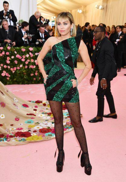 La moda llegó a Nueva York con los outfit de la 'Met Gala 2019' D566l_LXkAAD4cs