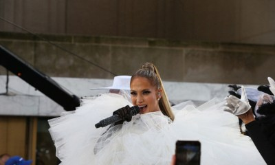 Jennifer Lopez con vestido de novia
