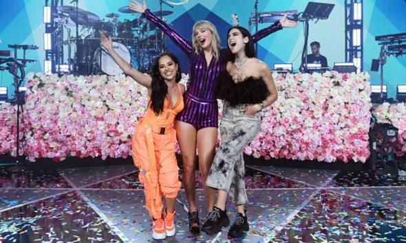 Taylor Swift y Dua Lipa tocaron juntas