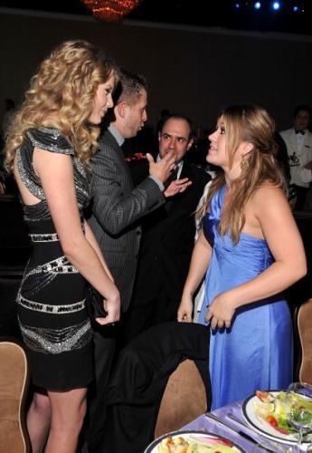 """La solución que le dio Kelly Clarkson a Taylor Swift para """"vengarse"""" de Scooter gettyimages-85478347-594x594-345x500"""