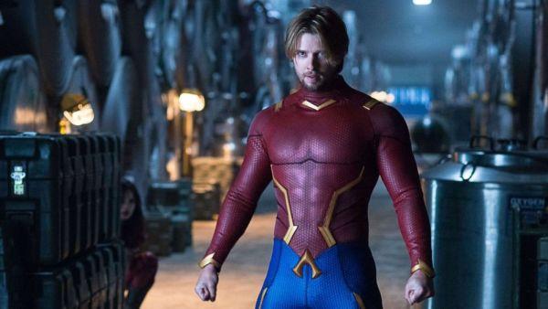 Una imagen de 'Titans' muestra a nuevo personaje EE6aRh4WkAIT9oy-600x338