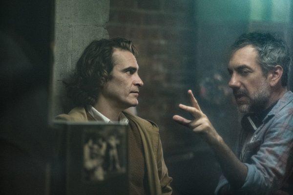 Nuevas fotos de 'Joker' revelan si habrá o no cameo de Jack Nicholson joker-behind-the-scenes-todd-phillips-joaquin-phoenix-600x400