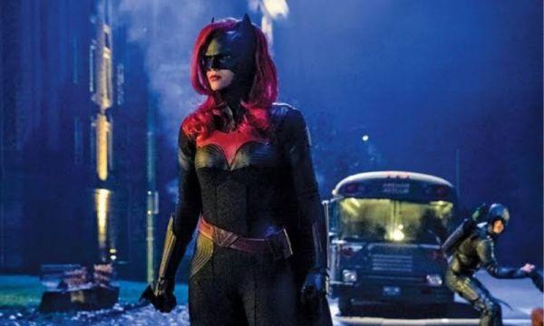 Esta es la razón por la que Batman desapareció en la serie 'Batwoman' Batman-desaparecio%CC%81-en-la-serie-Batwoman-600x360