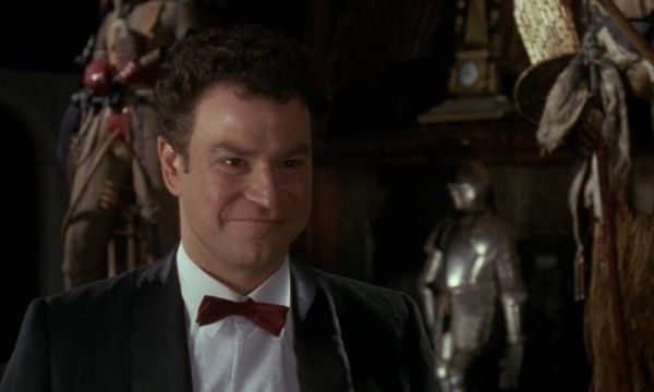 Michael Keaton won't be alone, another actor of 'Batman' is connected with a crossover Arrowverse Robert Wuhl-600x360