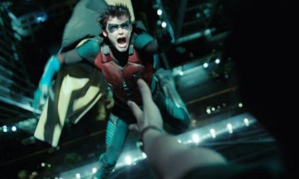 Fans decidirán si Robin vive o muere en 'Titans' Robin-vive-o-muere-en-titans-600x360