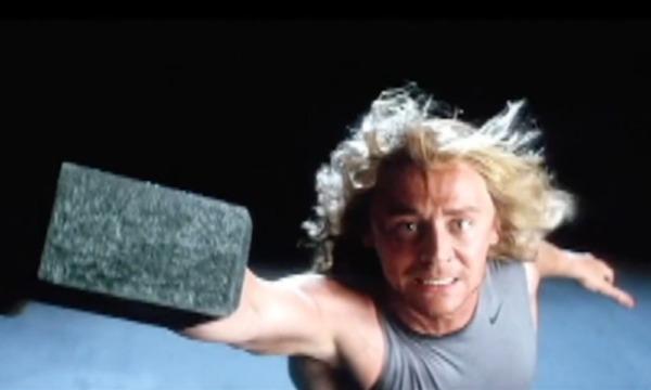 Esta fue la audición de Tom Hiddleston para ser Thor en el MCU Hiddleston-audicion%C3%B3-para-ser-Thor-600x360