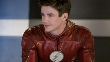 Grant Gustin presentó un nuevo traje de Flash