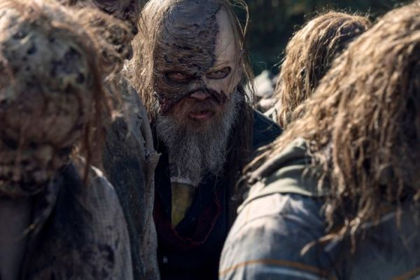 ¡'The Whisperer War' está por terminar! Revelan nuevas imágenes de la temporada 10 de 'The Walking Dead' beta-with-the-whisperers-in-the-walking-dead-season-10-600x400