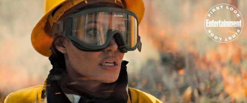 ¡Angelina Jolie se convierte en bombera! Publican primeras fotos de 'Those Who Wish Me Dead' image-1