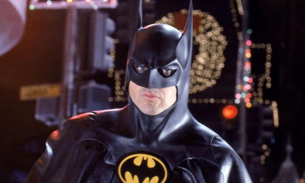 Michael Keaton presentará a Terry McGinnis y Barbara Gordon