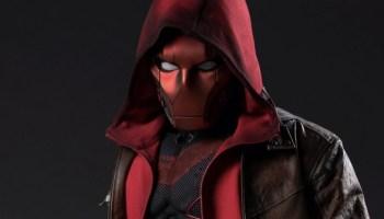 Transformación de Jason Todd a Red Hood en Titans