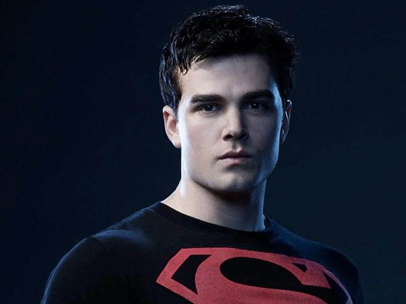 Entrenamiento para ser Superboy en Titans