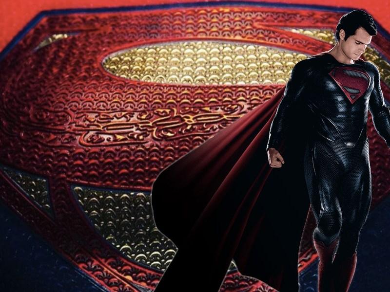Diferencias del traje de Supergirl con Superman