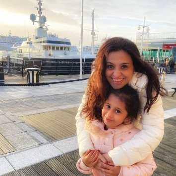 Smita Bansal Image with her daughter