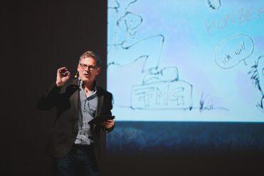 Wolfgang Irber erklärt seine Graphic Recordings