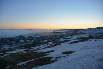 An evening shot of the town of Iqaluit as fog begins to roll. (A.Garbo)