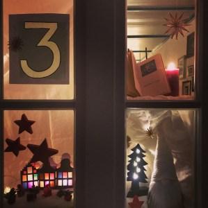 Adventsfenster adventskalender bichl besinnlichezeit advent wichtel weihnachten geschichtevorlesen