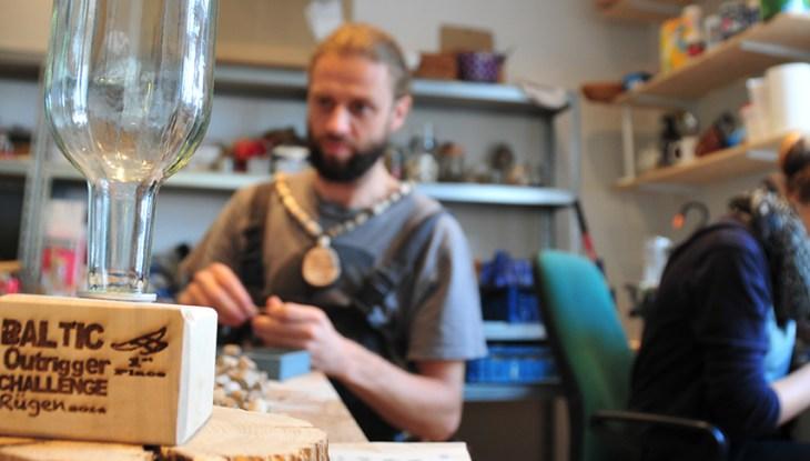 Ein Tag am Meer: Originelle Pokale für die 1. Baltic Outrigger Challenge