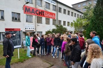 """Urlaub unterm Hakenkreuz: Zehn Jahre Dauerausstellung """"MACHTUrlaub"""" im Dokuzentrum Prora"""