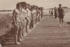 Nackt sehr junge nudisten Ein Besuch