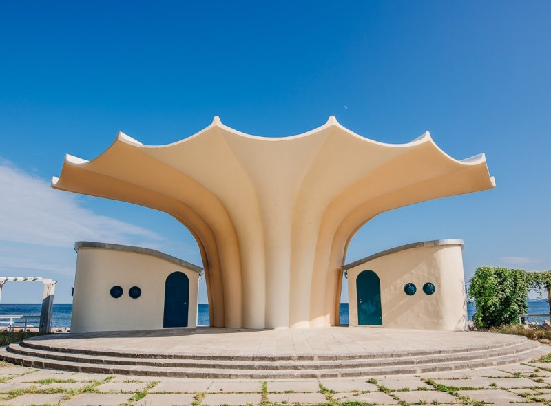 Rügens Inselbaukunst – Backsteingotik, Bäderstil und Betoneleganz