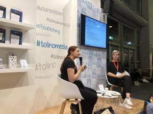 Susanne Kasper gibt bei der Buchmesse am Tonino-Stand viele gute Tipps rund um social media