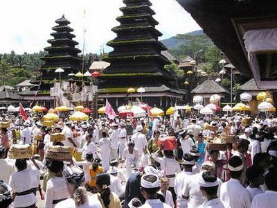 Hari Raya Galungan  Wisata Bali