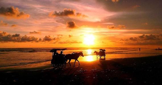 Ingin Menikmati Indahnya Sunrise yang Berbeda di Jogja, Kunjungi Saja 5 Spot Terbaik Ini!