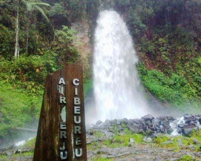 Air Terjun Curug Cibeureum Wisata Cibodas Bumi