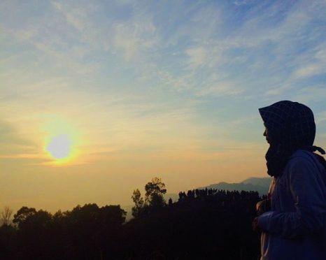 Menunggu Fajar di Sikunir oleh indry_kurniasaputri