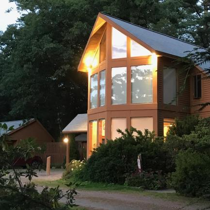 Wiscasset Woods Lodge at dusk