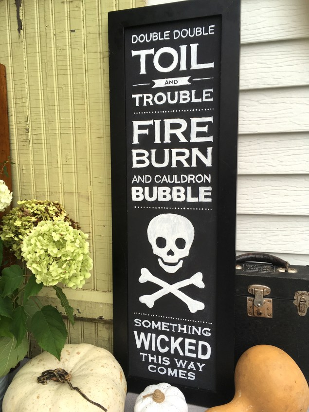 Black and white Halloween sign