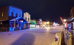 Hayward Main Street the night before the Birkie