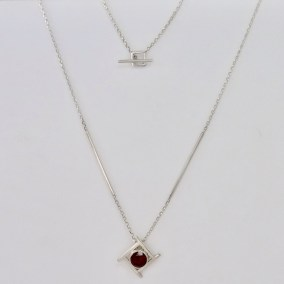 Garnet_silver_geometric_necklace