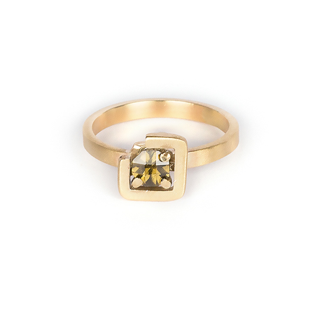 Earth ring brownish green zircon diagonal set in brushed yellow gold