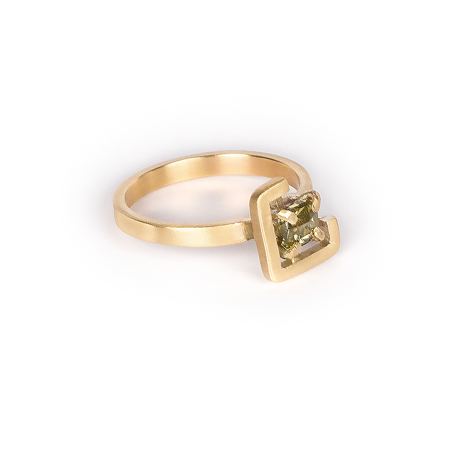 Earth ring yellowish-green zircon in brushed yellow gold side view 2