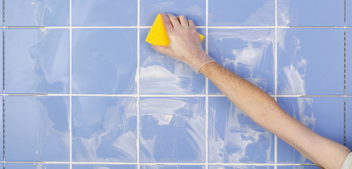 https wiselivingmagazine co uk property home improvements how to clean and regrout bathroom tiles