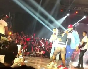 PHOTOS: Lady Faints After Hugging Wizkid On Stage In Ghana… LOL! See Wizkid's Reaction