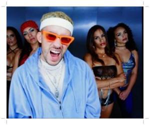 Bad Bunny - La Difícil (Mp3, Video & Lyrics)