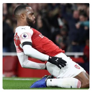 Alexandre Lacazette celebrate his for Arsenal against liverpool