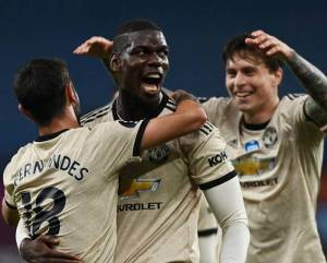 Pogba, Fernandez, Lindelolf celebrating their winning in Aston Villa vs Man Utd Highlight match