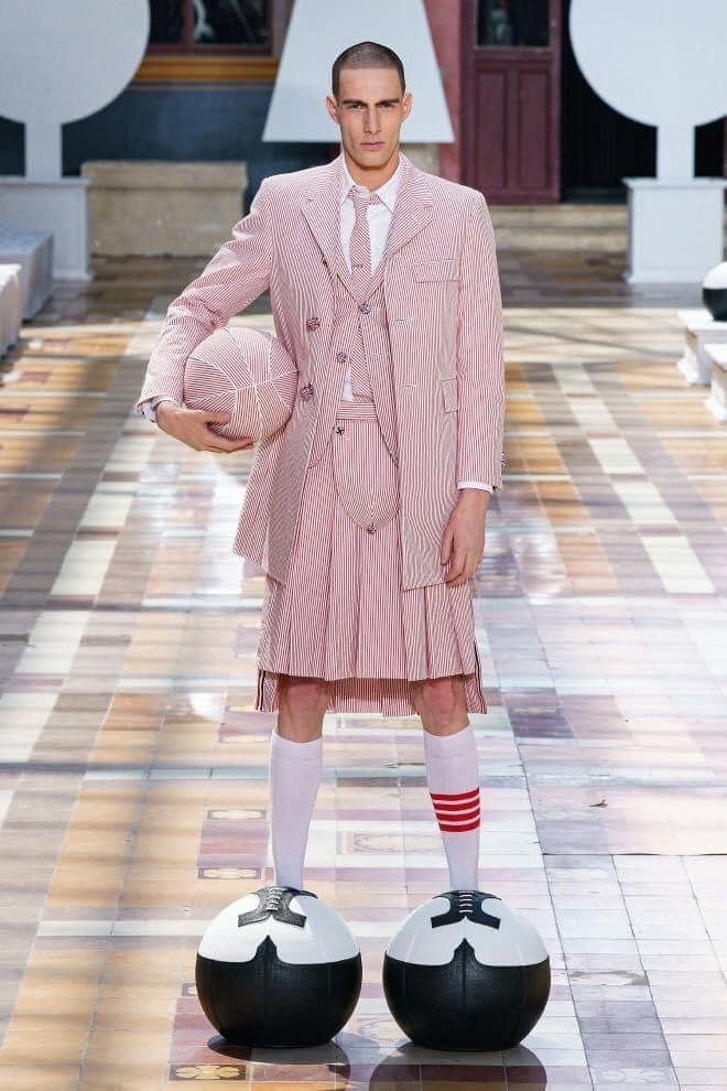 Si no vas vestido así vas haciendo el ridículo.